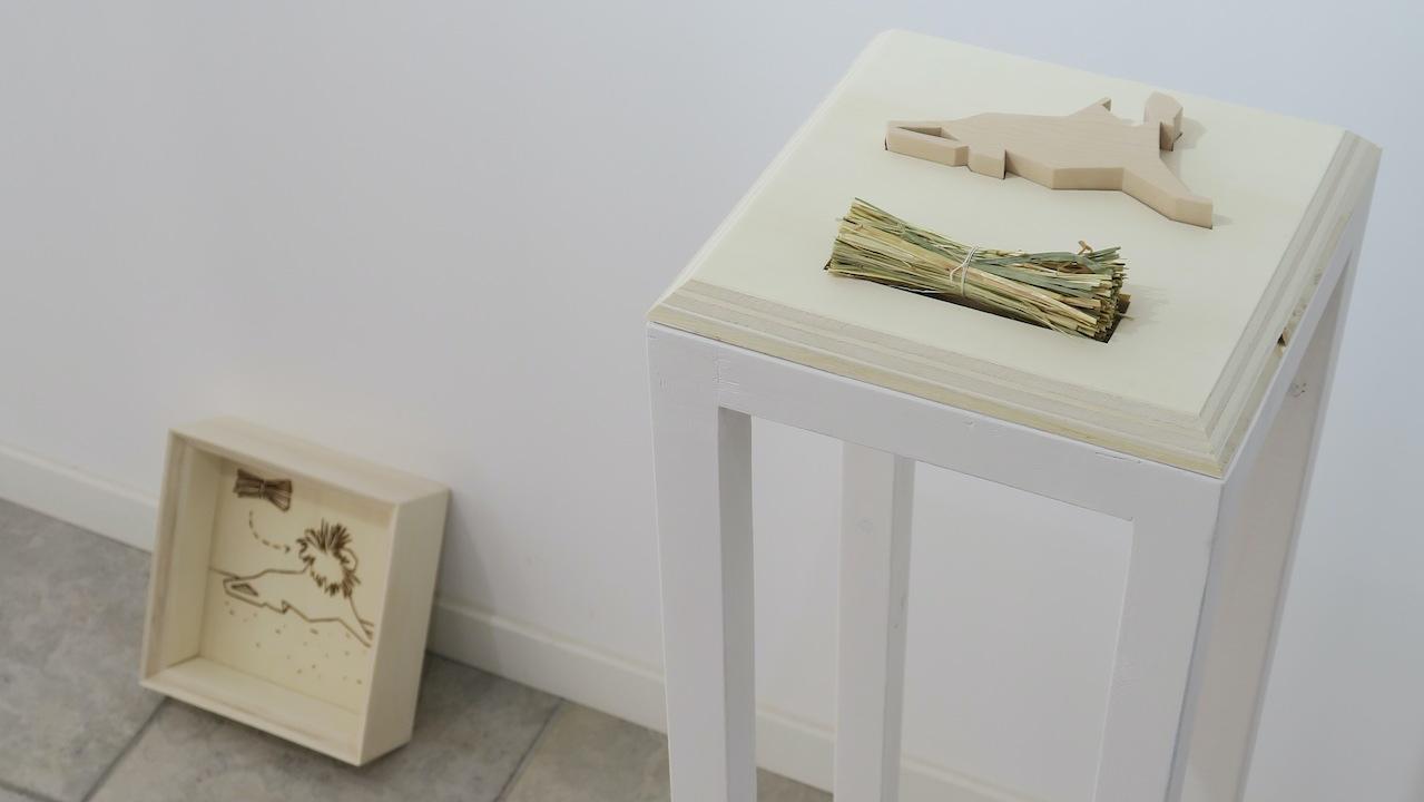 "Raphaël Galley, ""Bestiaire"" (2021), érable sycomore, foin. 700 €"