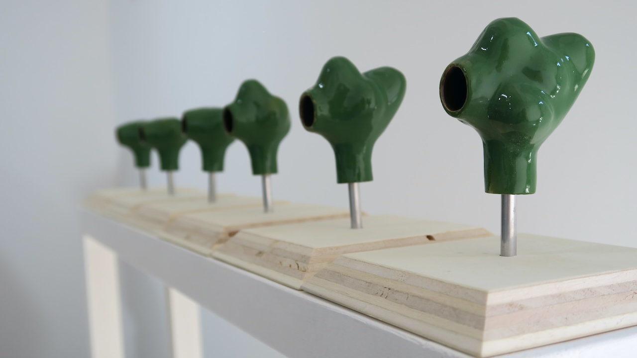 Raphaël Galley, Maisons à insectes (2021), érable sycomore, céramique émaillée. De 550 à 630 € (3 300 € l'ensemble)